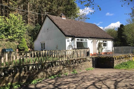 Charming pet-friendly rural cottage with garden