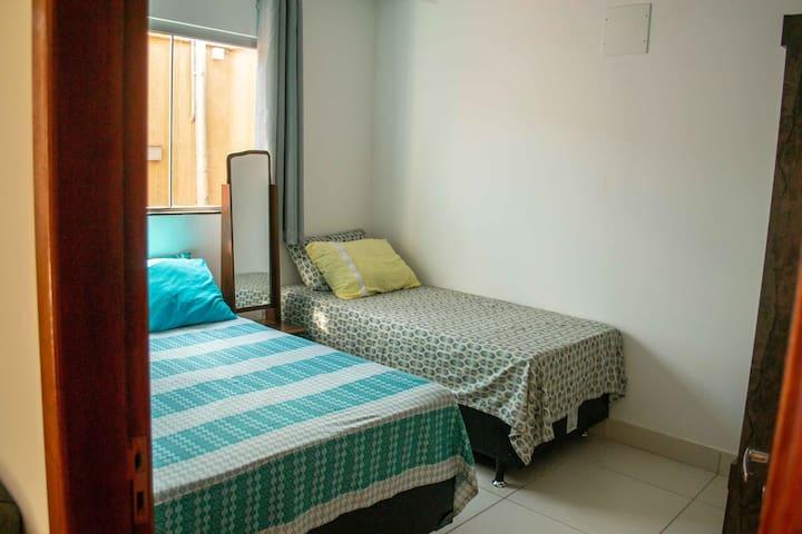 Quarto 1 - uma cama de casal + uma cama de solteiro