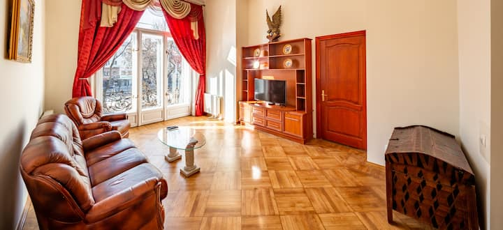 Grand Lviv Apartment I (1 of 3)