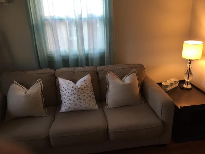 Comfy Sofabed in Private Bedroom + Close to NYC