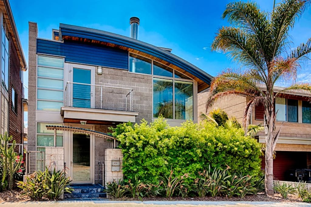 Welcome  to Luxury at WindanSea - a modern luxury home awaits you.