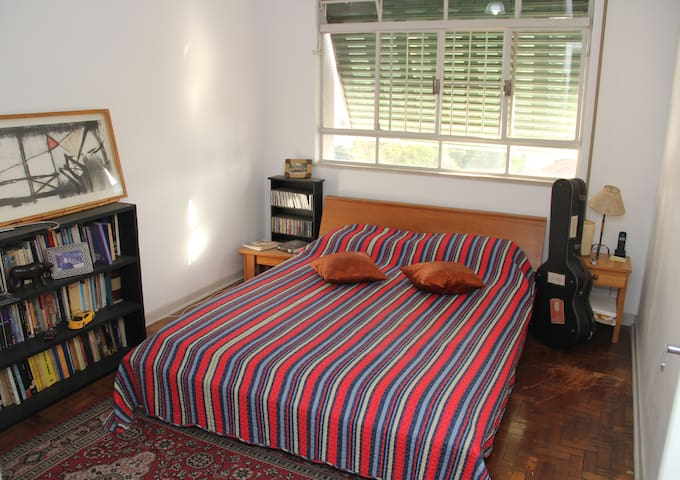 Bedroom near Paulista Av. and subway 2 beds