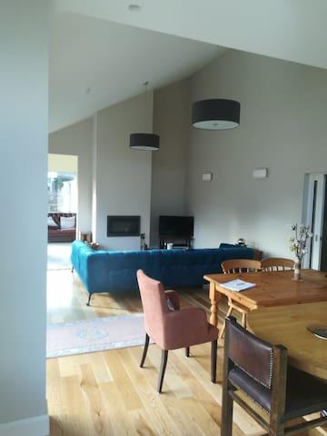 Ballyshoneen Cross mezzanine private en-suite