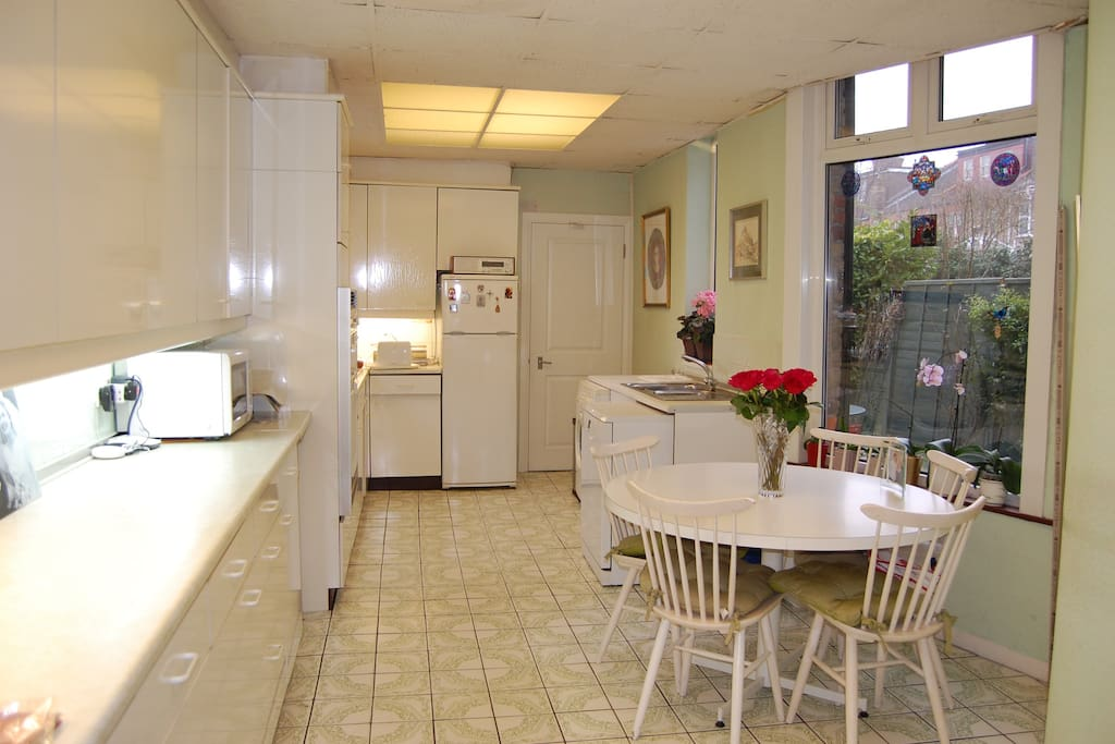 Live-in kitchen/dining