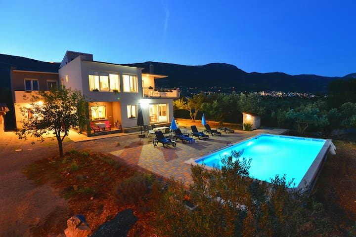 Villa with heated pool and Panoramic sea view - Kaštela - Hus
