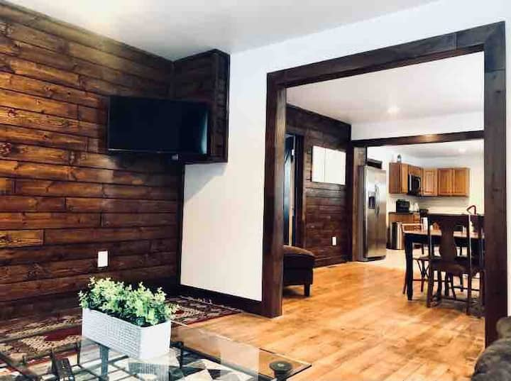 Up North Getaway Centrally Located With Hot Tub