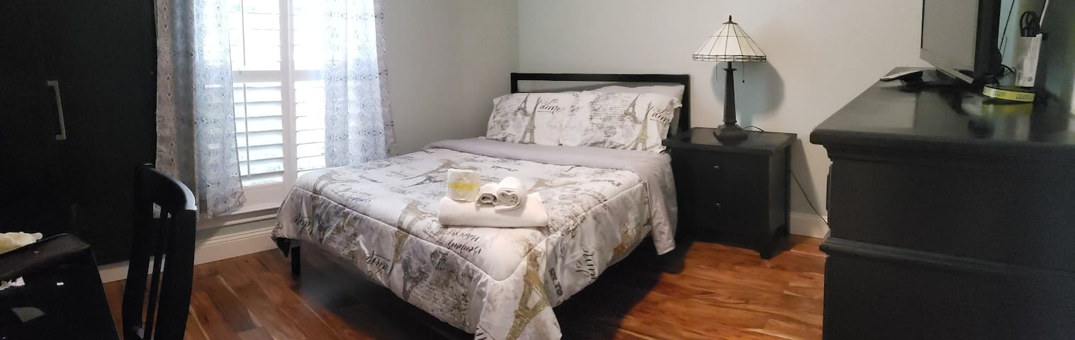 Nice bedroom close to Plano and Frisco HQ.