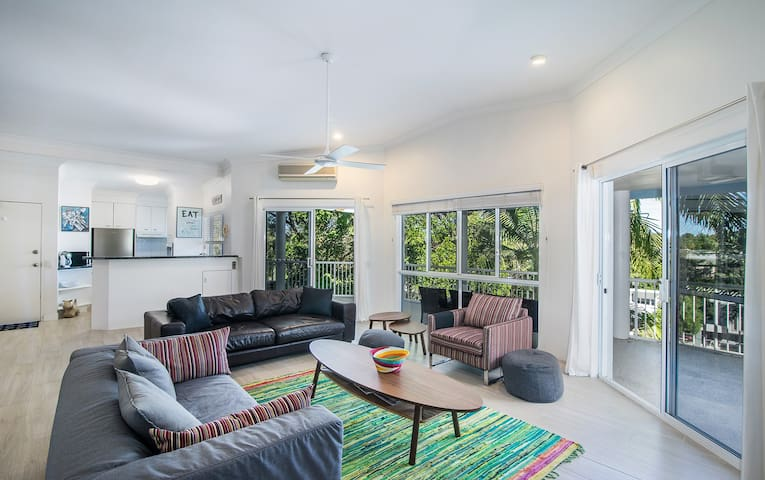 Quiet Hinterland Views Home Grant Street, Noosa - Noosa Heads - Apartemen
