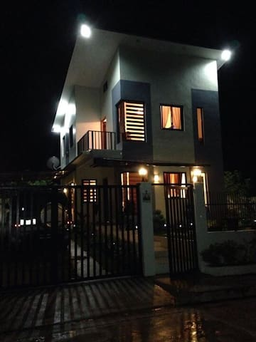 Home sweet home w/aircon @ Royale Tagaytay