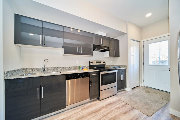 BRAND NEW 2 BDRM CONDO WITH 2 QUEEN BEDS&SOFA BED