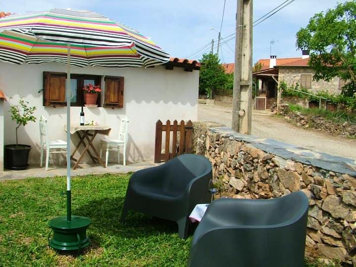Casa de una habitación en Parada, con magnificas vistas a las montañas, jardín cerrado y WiFi - a 22 km de la playa