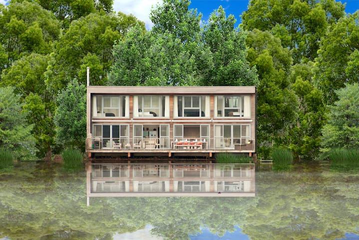 Swan Lodge at Lakes by Yoo/ 8 adults / spa