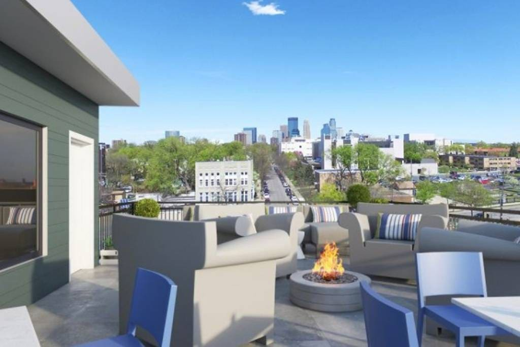 Rooftop fireplace with views of the skyline. Great for hanging out and having a few drinks! A quick drive (or a 1.8 mile walk) to US Bank Stadium