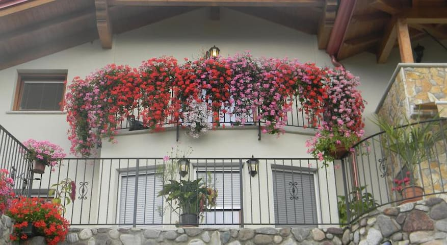 Room with turret and lake view - Cagnò - Bed & Breakfast