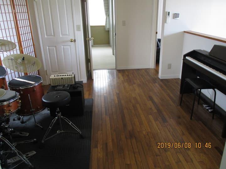 苫小牧市一軒屋で3室、11名様までご利用いただけます。家主居住型民泊、小型犬可。