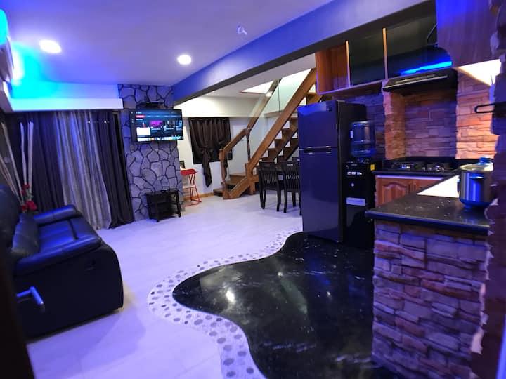 CLOCKWORKORANGE Luxury furnished 2BR near airport