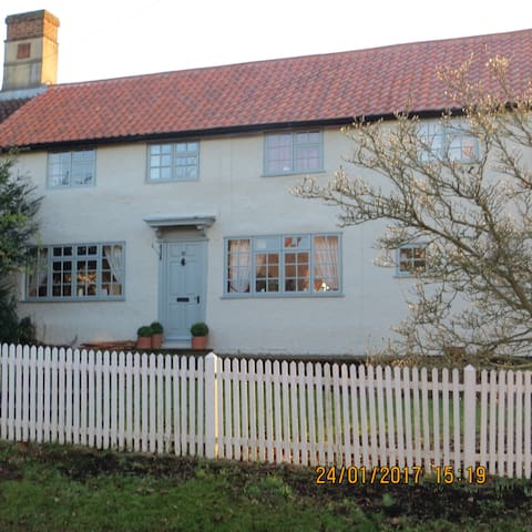 Bramble Cottage B&B, Double & Twin Rooms - Great Gransden - Talo