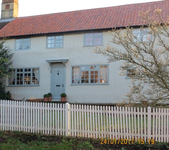 Bramble Cottage B&B, Double & Twin Rooms - Great Gransden - Rumah