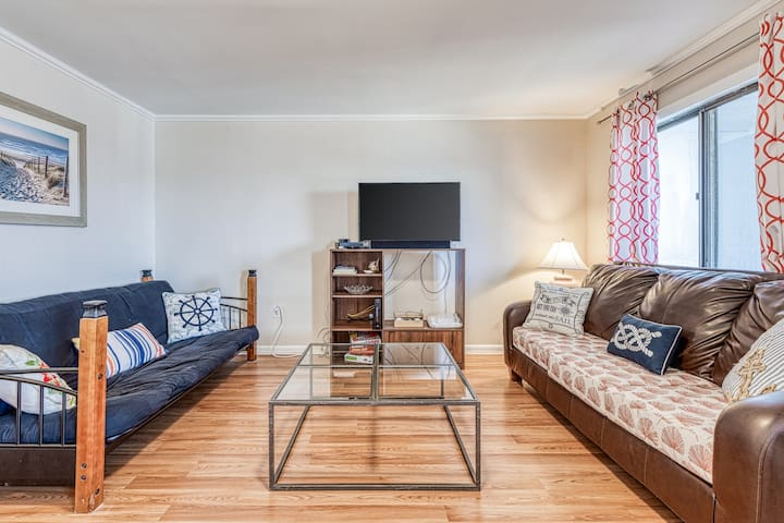 Family friendly, bayside beach condo w/ cable & full kitchen