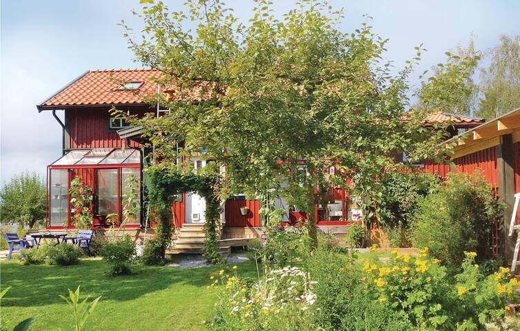Holiday cottage with 3 bedrooms on 140 m² in Blidö