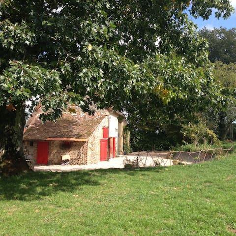 Une petite maison dans la prairie - Voussac - House