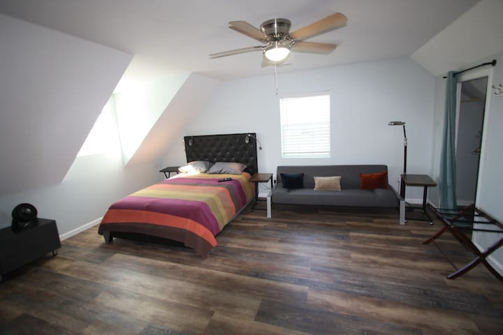 Large & Small Bedroom in Country, private bathroom