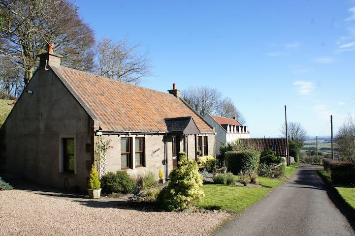 Hamnavoe Cottage, Lucklawhill, Nr St. Andrews - Fife