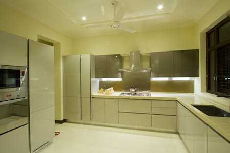 New Spacious Centrally located 3BR in Colombo 5 - Colombo