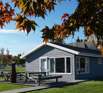 The Cottage at BackBay Marina Near Niagara Falls. - Olcott - Hus