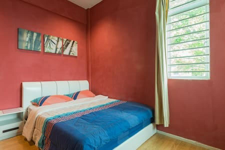 Queen room, chilling garden, 2 mins from airport - kota kinabalu - Dom