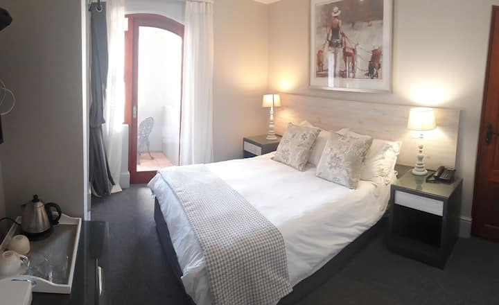 Studio Room 6 with double bed and balcony
