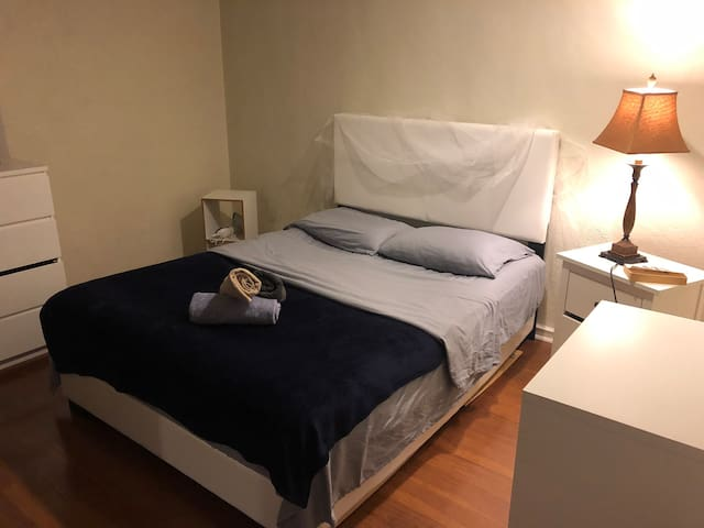 One Bedroom apartment in Brighton ( Free parking )