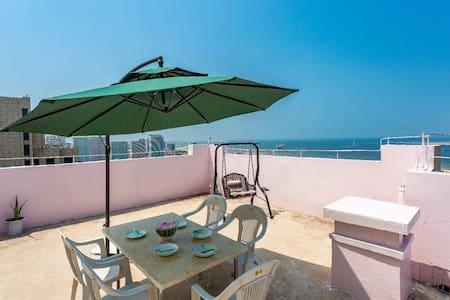 海之缘海景天台烧烤bbq公寓,我的位置在山海广场附近,楼下就是金泰高尔夫球场。