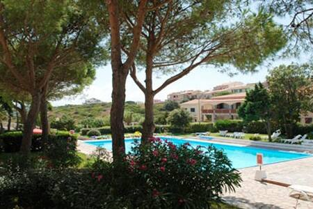 Vista mare con piscina in residence
