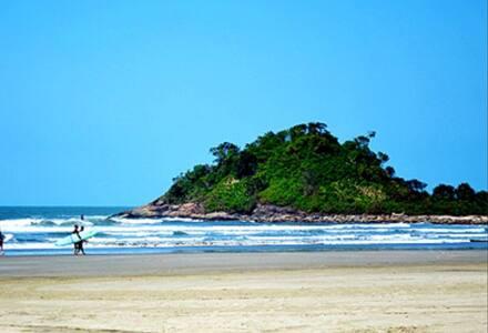 Pé na areia praia do sonhos Itanhaém cartão postal