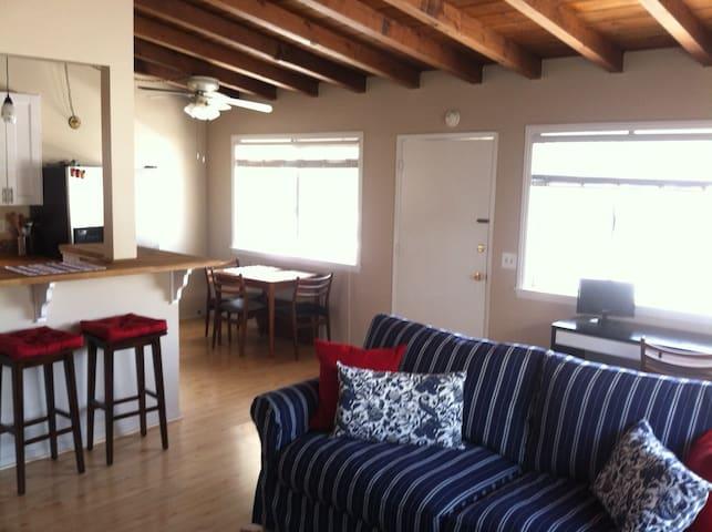 2B/1Ba Beach Cottage-Disney Tickets - Newport Beach - Casa