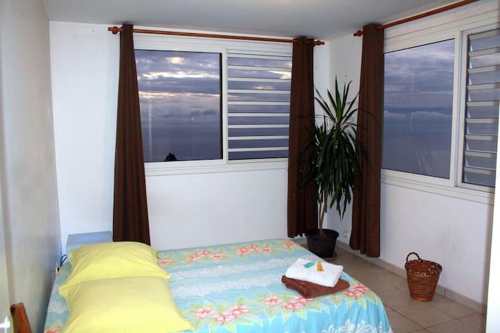 Chambre, vue panoramique, piscine et transferts* - Puna'auia - Leilighet