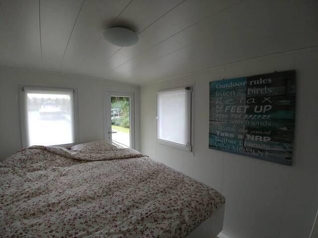 Slaapkamer 1 met dubbel bed.