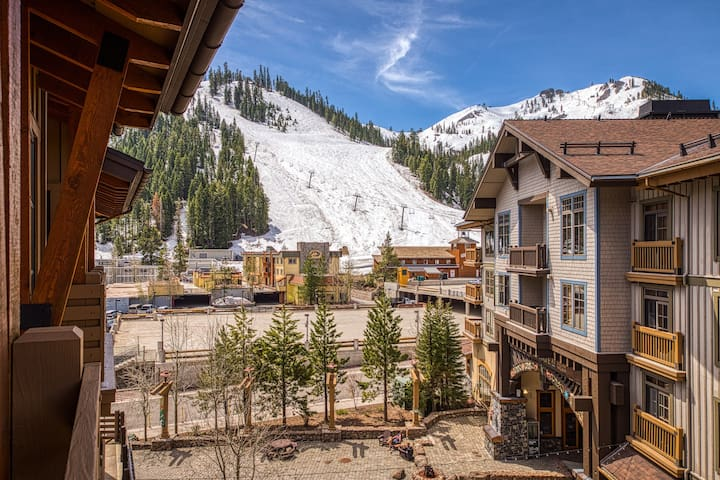Ski-in/out condo! Shared hot tubs, sauna, and gym!