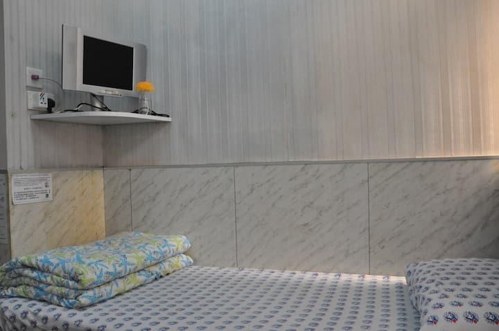 Single Room Private Bathroom 單人套房 (1)