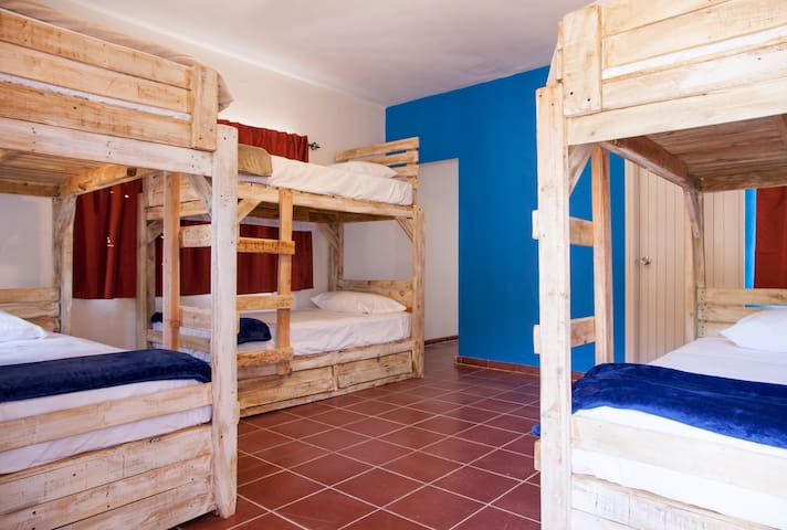 Bedroom with private bathroom + breakfast included