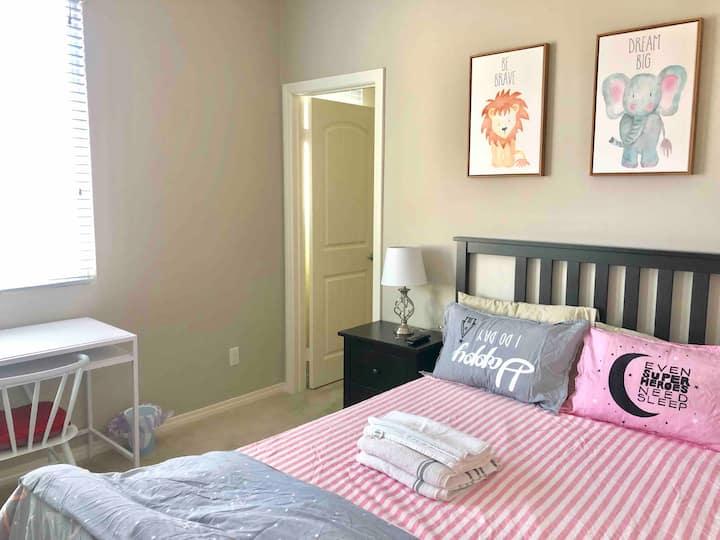 206 安大略安全社区全新别墅内的温馨大床房(带智能电视)