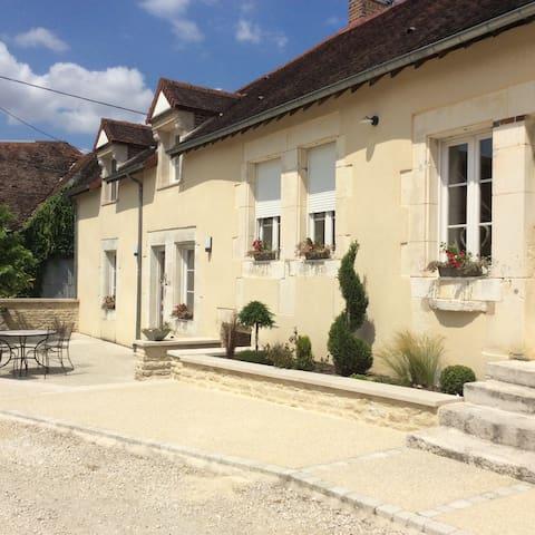 Chambre chez le vigneron 1 - Avirey-Lingey - Huis