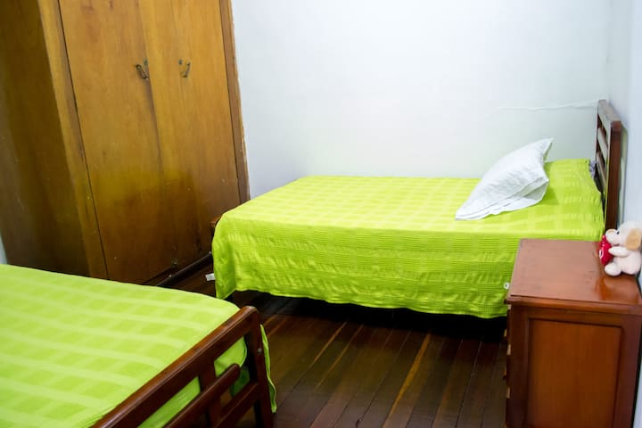 DOWNTOWN Private Room with 2 beds! - Manizales - Szoba reggelivel