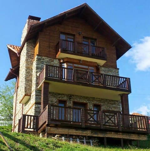 Beautiful Mountain Chalet - Bansko  - House