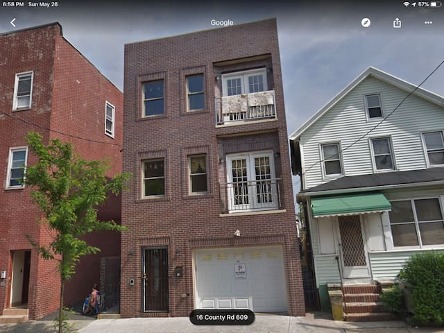 3 bedroom lot of place close to New York City