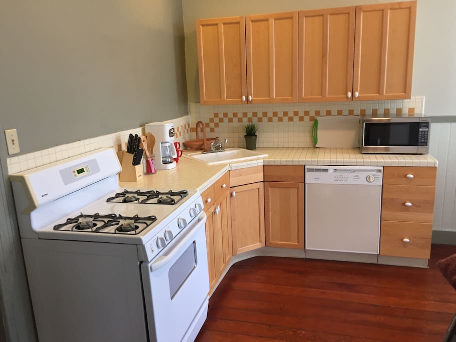 Full kitchen with plenty of cabinet space