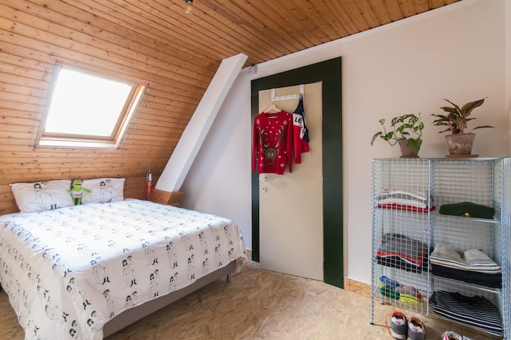 : : Cosy room with private bathroom : :