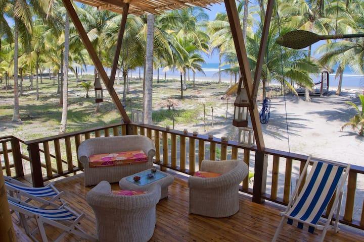 Cabaña frente al mar en Isla Portete.