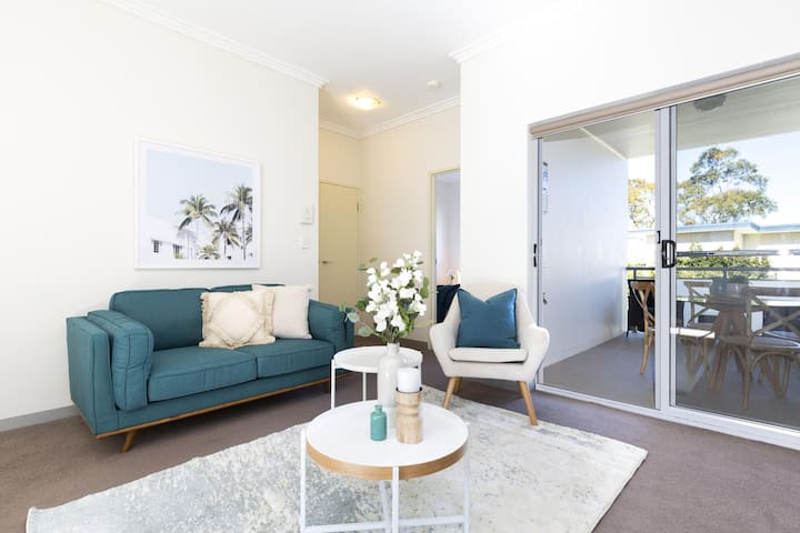 Light, bright and spacious unit close to beaches